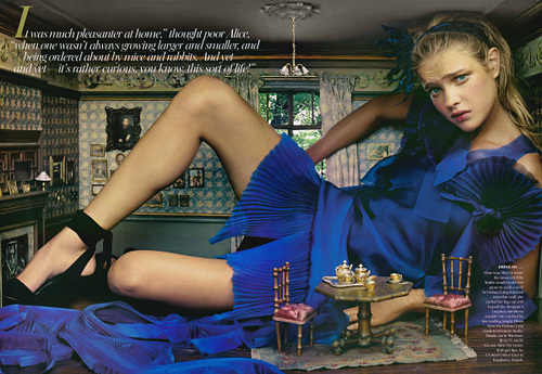 alice-in-wonderland-by-annie-leibovitz-1_large