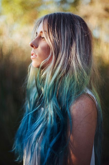 Blue ombre coloured hair www.farm8.staticflickr.com