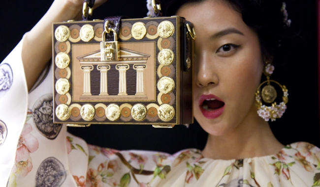 Dolce-and-Gabbana-box-bag-www.swide.com