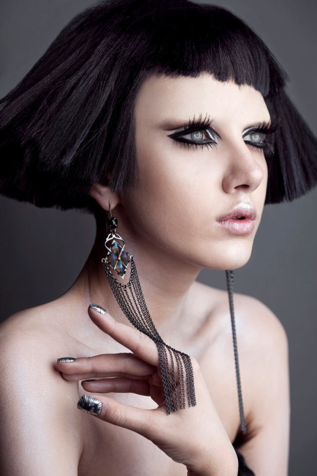 Roshar-Cleopatra-look-black-hair-white-skin