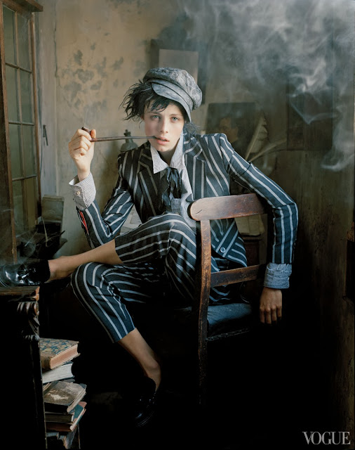Vogue-US-December-2013-Dressing-Like-the-Dickens-Fashion-Editorial-Featuring-Edie-Campbell-01