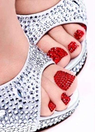 www.fashionindie.com bling toenails red