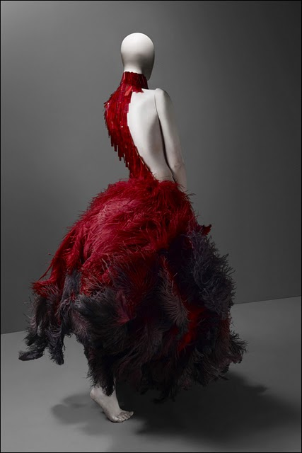 Alexander-McQueen_Savage-Beauty_Costume-Institute-MET_red-feather-dress-www.biancaso.com