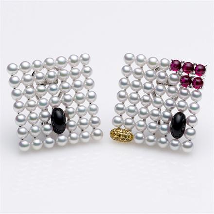 Mikimoto x Hello Kitty - Earrings with Akoya pearl, diamond, ruby and onyx