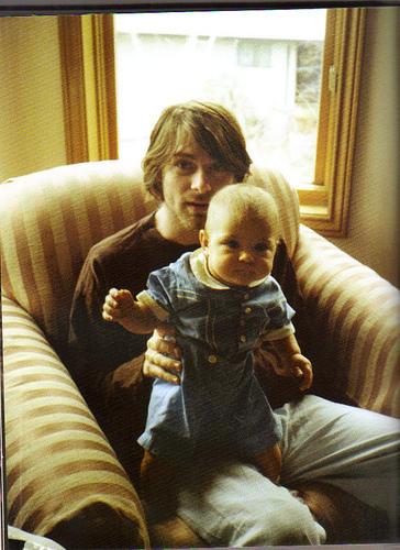 Kurt-Cobain-kurt-cobain-14011184-364-500