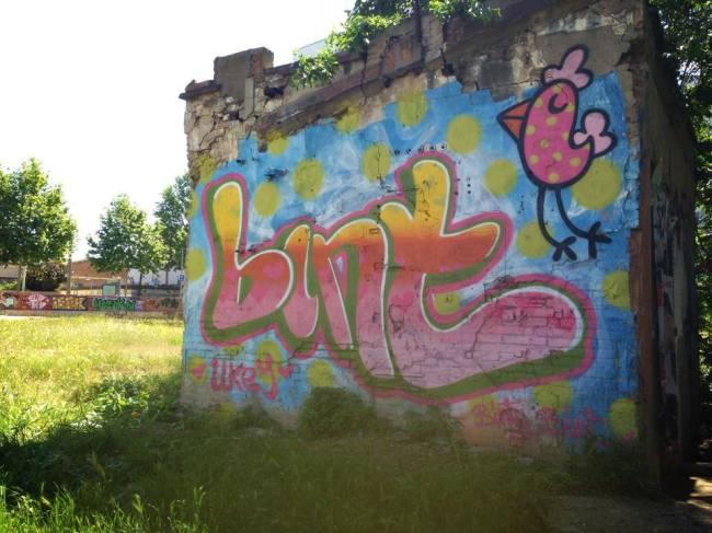 Bint-street-art-female-1