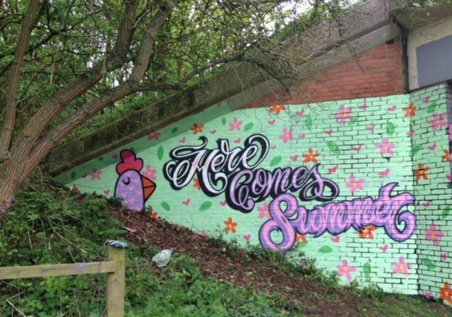 Bint-street-art-female-3