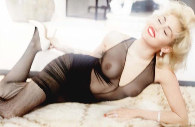 Miley-Cyrus-Mario-Testino-Vogue-Germany-7