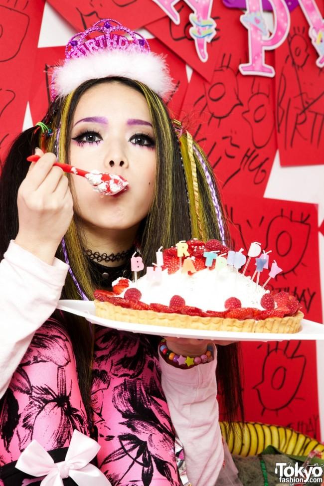 Hirari-Ikeda-Happy-Birthday-To-Me-2012-003-950x1425