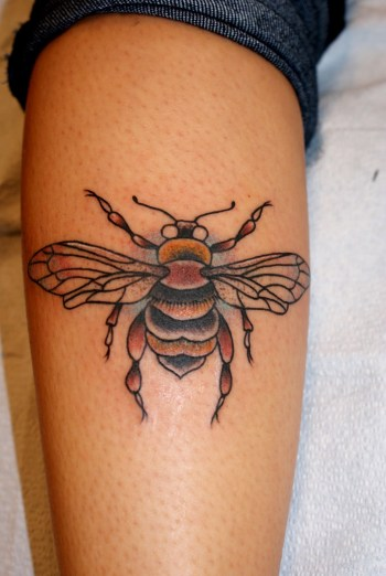 itattooz-bee-tattoo-on-calf