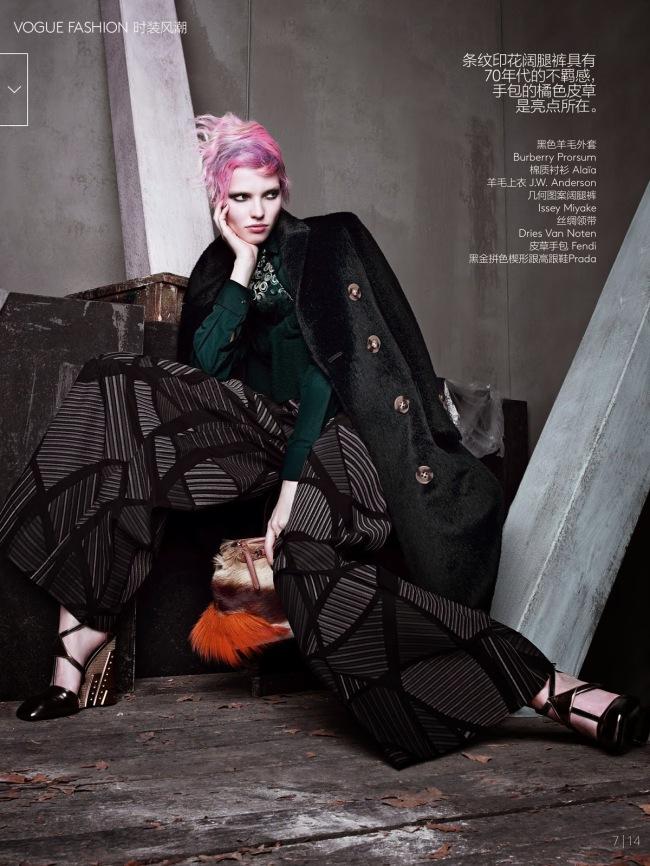 Sasha-Luss-Irina-Kravchenko-by-Sølve-Sundsbø-for-Vogue-China-October-2014-1