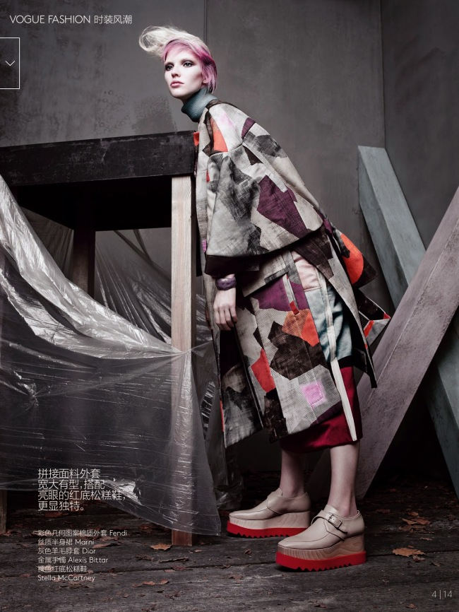 Sasha-Luss-Irina-Kravchenko-by-Sølve-Sundsbø-for-Vogue-China-October-2014-fendi