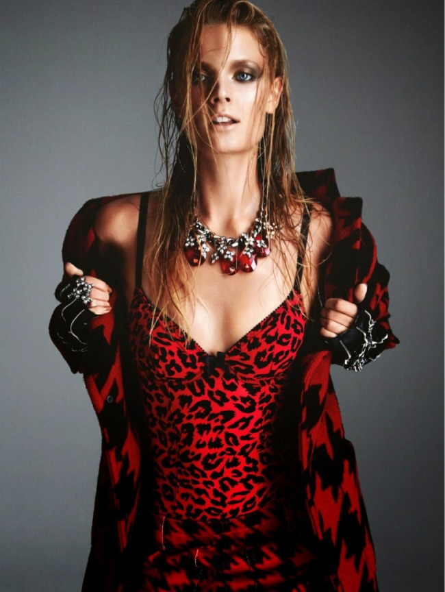 Constance-Jablonski-por-Greg-Kadel-para-Numéro-158-Novembro-2014-151